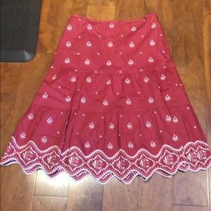 ANN TAYLOR EMBROIDERED RED COTTON SKIRT, SIZE 6